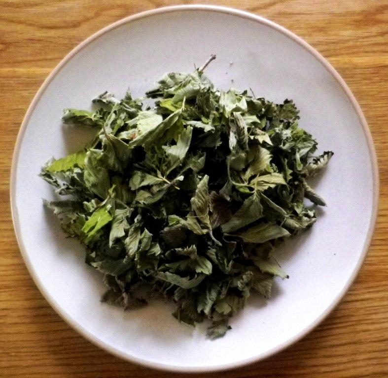 zemuogiu-lapeliu-arbata