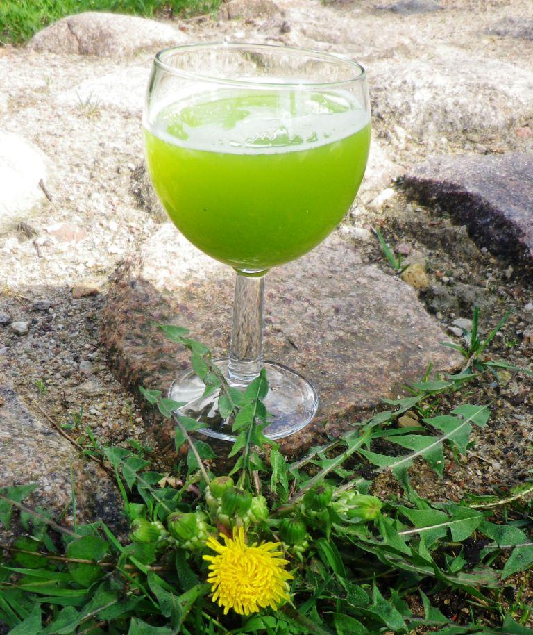 ananasu-kiaulpieniu-sultys-juice-from-nettle-pineaple