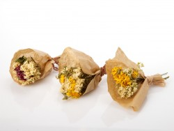 dziovintos-geles-puokstes-dovanu-stalo-dekoravimas-small-dried-flowers-bouquet-for-gift-decorating