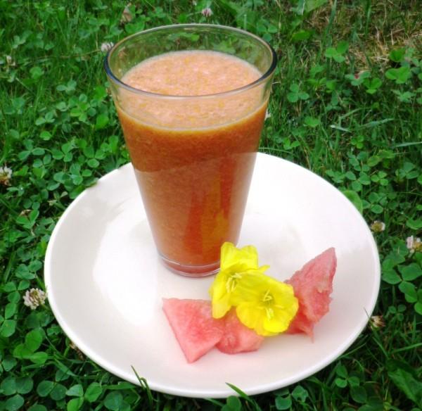 Arbuzu-nakvisos-kokteilis